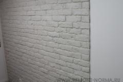 Кирпич на стенах