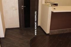 Дверь в гостевой санузел