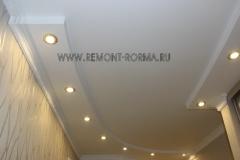 Потолок коридора двухуровневый